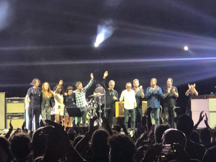 Noel+Gallagher+bows+with+his+ten+piece+band.