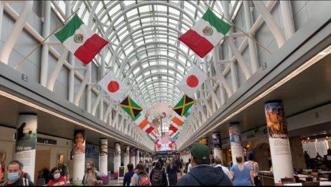 Travellers walk through Chicago